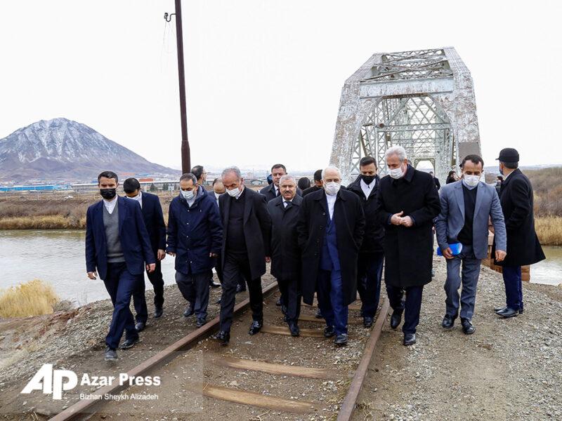 بازدید ظریف، وزیر امور خارجه از مرز ایران و نخجوان